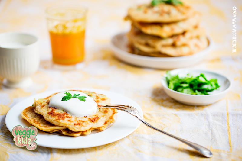 groente pannenkoeken met mais en courgette